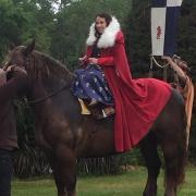 mariée médievale à cheval
